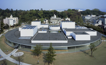 金沢21世紀美術館 / 石川県金沢市・・・「新しい文化の創造と新たなまちの賑わいの創出」をコンセプトに作られた美術館です。体感型の遊べるアート作品展示が数多く、斬新でアクティブな現代アートに大人も子供も楽しめますよ!兼六園にも近い市街地中心部に立地したこの都市型美術館には、白を基調に光を取り込んだカフェ「Fusion21」があります。