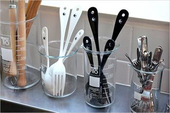 一つ前のマグカップとお揃いのキッチン調理ツールたち。こんな素敵なデザインであればキッチンに出して見せくなりますね。