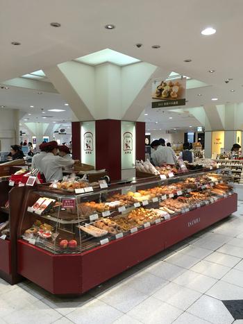 お店には、色んな種類のパンがいっぱい。季節限定パンなども販売されるので、訪れる度にパン選びのワクワク感を味わえます♪