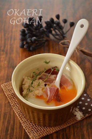 和食でもお馴染みの温泉卵を、おしゃれにアレンジ♪ コクのあるリコッタチーズが、温泉卵に良く合います。