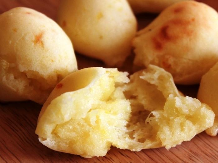 同じく米粉を使って炊飯器で作るパンですが、こちらはジャガイモを加えて作る、もちもちのポンデケージョ風パン。これならパンでもしっかり腹持ちしそう。