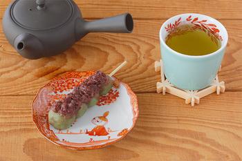 こちらはムーミン谷のミーが描かれた色鮮やかなお皿にオン。お団子も器を変えるだけでガラッと雰囲気が変わります。