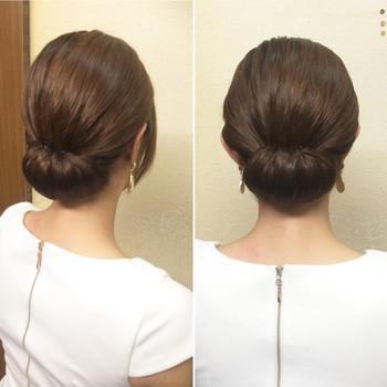 シンプルイズベスト!なアレンジです。ひとつに髪をまとめゴムで結びます。結び目の上に穴をあけて毛束をあげて上から下に入れ込んで。ピンでとめたら出来上がり。