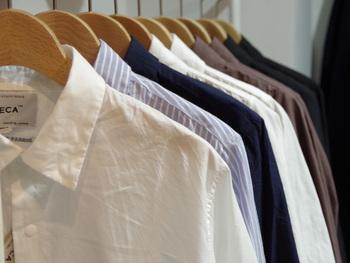 10年前に、シャツとチノパン数型だけの日常着で構成される小さなメンズブランドとしてスタートしました。