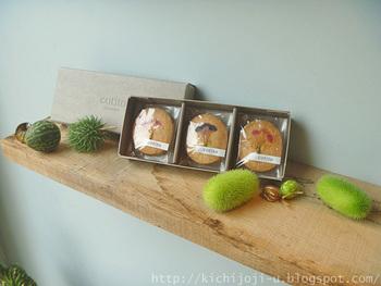 お花が好きな方にぜひ贈りたいのがこちらのハナクッキーです。西荻窪のお花とお菓子のお店です。