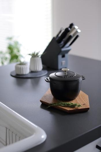 そしてこのデザイン性。そのまま食卓に出しても可愛らしく、炊飯以外でも使えるシーンが多彩なので、新しいテーブルウェアとして毎日活躍すること間違いナシです♪