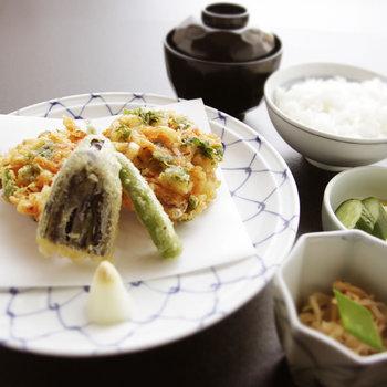 最後にご飯・味噌汁・香の物・水菓子が出てくる日本料理の正統な料理形式をとっています。 普段の食事とは全く違いますね。