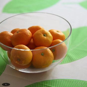 ホルムガードのミニマにはフレッシュフルーツを入れるのもよく似合います。みかんを無造作に入れておけば、まるでアート作品のような光景が出来上がります。