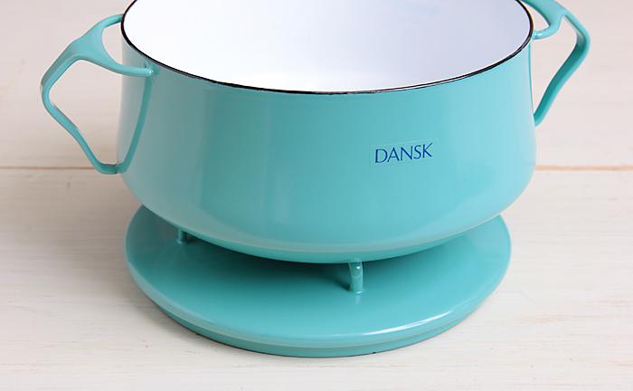 こんな風にフタを鍋敷きとして活用できる、とっても素敵なお鍋なんです!