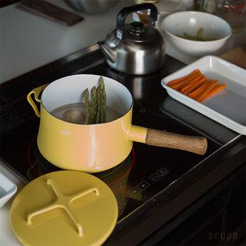 コロンとしたフォルムがたまらなく愛おしい、ソースパンは3L。お野菜の下茹でもできる深さが使いやすい。煮物やスープ作りに役立ちそうです。
