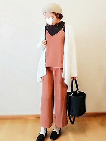 今春も人気のキャミソール。パンツとのセットアップですっきりとした着こなしに。単品での着こなしを考えるのも楽しいですよね。やわらかなドレープが美しいのできれいめコーデもぴったり。