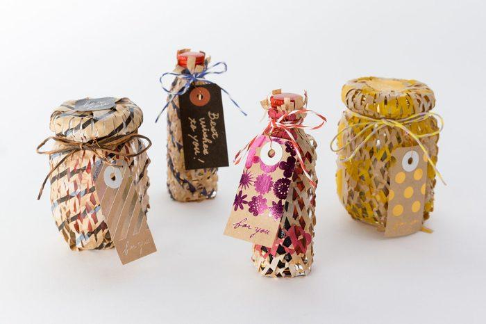 ドット柄や花柄などがプリントされているので、そのまま包んで紙ひもなどで飾ってあげるのも可愛いんです♪