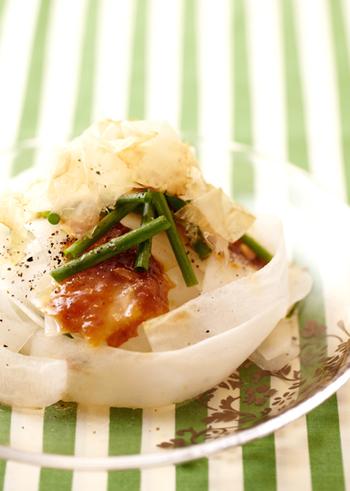 辛さがないので、生で食べられるような調理にぴったり!大根サラダはいかがでしょう?ピーラーで剥くと一味違う食感に。梅ドレッシングとの相性も◎