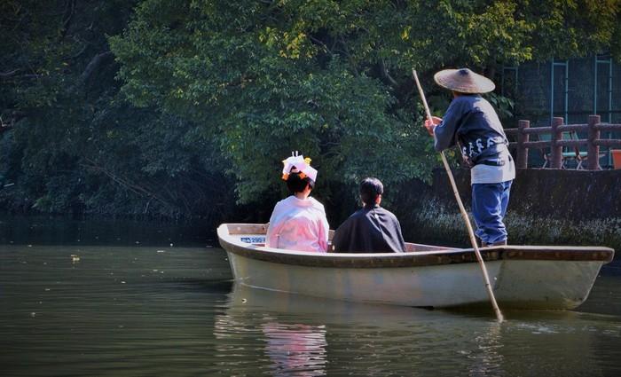 柳川の川下り、観光スポット、グルメについてまとめてみました。いかがでしたでしょうか? 日常を忘れてゆったり川下りをして、ほかほかのせいろ蒸しを食べて白秋ゆかりの地をのんびりお散歩…。とても贅沢な時間を過ごせると思います。 ぜひ一度、柳川観光を楽しんでみてくださいね。