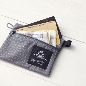 【コインケース】 お札やカードも入る収納力で、カジュアルなお財布代わりにもなるコインケース。こういうものがあると、海外など旅先でもいろんな用途に使えて重宝します。小物入れやポーチ代わりに使ってもいいですね。