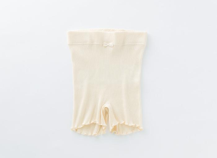 きつくて蒸れてしまいがちなガードルが苦手、という方におすすめのやわらかなタップパンツ。チューブに編み立てているので脇に縫い目がないのも嬉しいポイント。