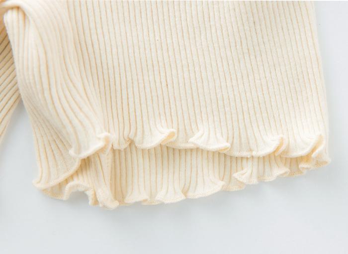 裾も締め付けのない作りになっているのでラインにも響きにくい。生地は和歌山産のオーガニックコットンを使用しています。