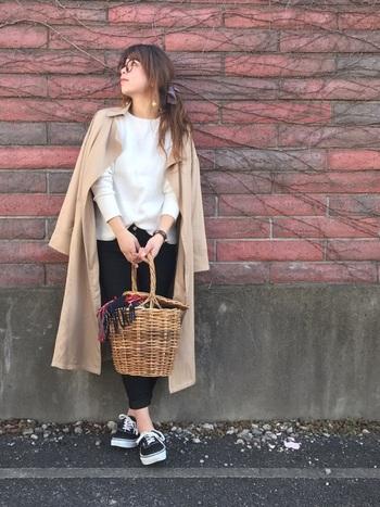 「コート」というと少し重たい印象もありますが、テロンチならシャツ感覚で楽しめますよ。「春はとにかく軽いコーディネートがしたい!」という人にとてもはおすすめのアウターなんです。