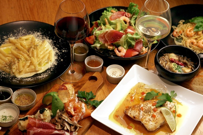 月~木曜日でも11時半~深夜3時、金・土曜日には11時~翌朝5時まで営業しているので、スパニッシュイタリアンがベースの創作料理をゆっくり楽しめます。(日曜日は11時~24時までの営業)