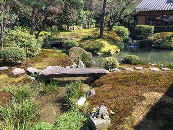 そのお庭も絶景で、四季折り折りの自然が楽しめる優雅なお庭には、いつ訪れても心が癒されます。