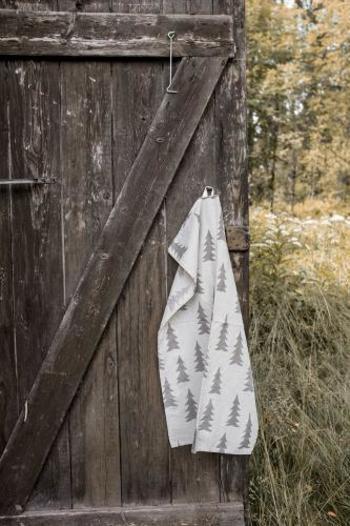 スウェーデンの北欧雑貨ブランドFine Little Day(ファイン・リトル・デイ)のキッチンクロス。自然をモチーフにしたデザインがピクニックの雰囲気にもぴったり。手を拭いたり、スタイリングに活用したりとアウトドアでも様々なシーンで大活躍してくれるアイテムです。