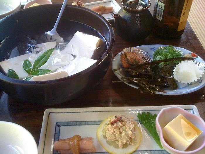コース料理がメインで、定番は松コースです。 森嘉豆腐を存分に堪能できます。
