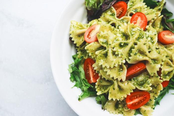 ファルファッレ の名前の由来はイタリア語で「蝶」の意味だそうです。【適したソース & 料理】万能選手なショートパスタで、トマトソース、オイル系、クリームと様々なバリエーションで楽しめます。