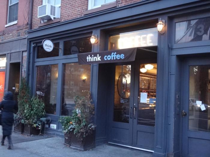 ニューヨーク発のシンクコーヒーは、フェアトレードのコーヒーやニューヨーク産の素材にこだわり、売上の10%を地元に寄付しているなど、地域貢献にも携わるカフェです。