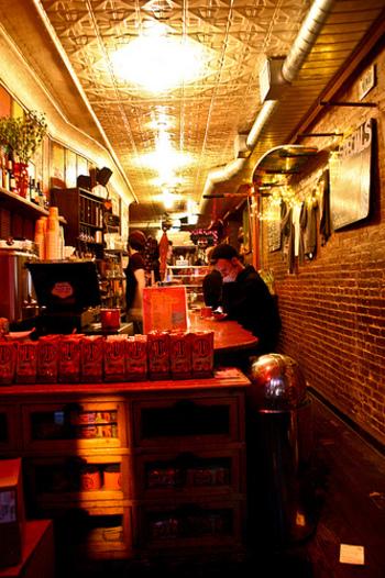 2003年にイーストヴィレッジに1号店をオープンしてからは、ニューヨークでもっとも人気のあるカフェとして愛されています。2012年には渋谷にも出店したことで、日本でもご存知の方が多いのでは?
