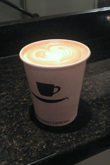 無農薬で100%フェアトレードのナインス・ストリート・エスプレッソ専用に開発された豆を使用しています。 上質な豆の、深みのある味わいがコーヒーファンにとても人気です。