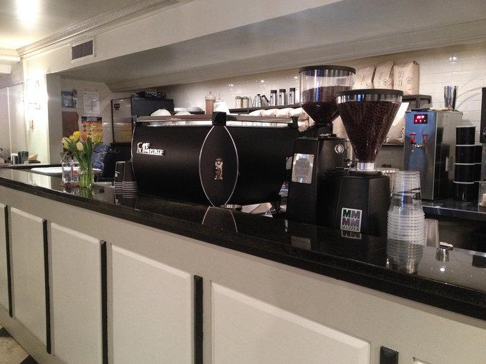 さまざまなメディアでベストコーヒーの称号を獲得した、スタンド式のコーヒーバー。