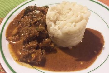 スリランカ特有の食材も多く日本では手に入りづらいものもありますが、かつお節や黒酢などで代用でき、加えると一気にスリランカ風になるので試してみて。 アーユルヴェーダがベースで美容健康によいのはインドカレーと同じですが、インドカレーよりも油分が少ないため、ヘルシーなのも魅力的です♪