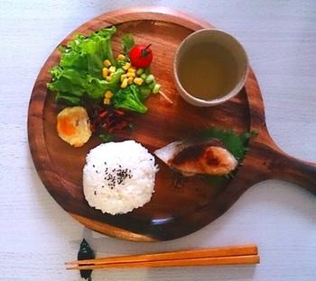 ザ・和食なワンプレート。お茶わんご飯でもいいけれど、ワンプレートならオシャレだし、忙しい朝の片付けも楽ちんですね!