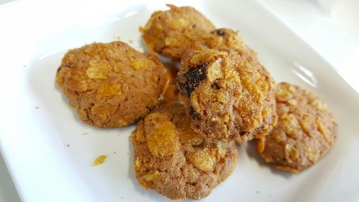 上質で軽い食感のクッキーで、ドライフルーツ、ナッツなどのさまざまな食感がお口の中いっぱいに広がります。