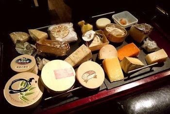 こちらのお店では、チーズ、食材、ビールやワインなどのドリンク全てが国内産のものというから驚きです。チーズ好きの方でも新しい発見ができる場かもしれません。