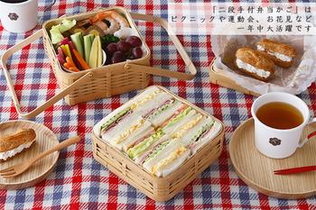 竹皮で包まれたおにぎりを思い出すせいか、竹のお弁当箱には心地いい懐かしさが漂います。食材の色が鮮やかに映えるのも、自然素材ならではです。
