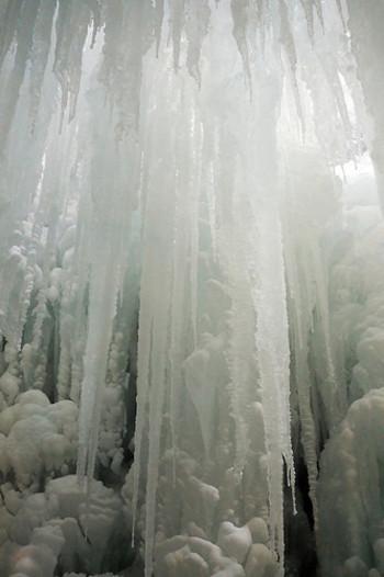 氷の回廊。  この先にエルサのお城がありそうですね。