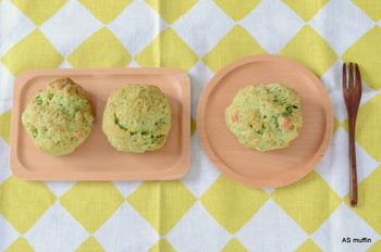 【AS muffin】のもう一つの看板メニューである野菜のスコーンも要チェックです。こちらはほうれん草とチーズのスコーン。フレッシュなほうれん草を使用しているため、マフィンと同様にしっとりした食感に仕上がっています。