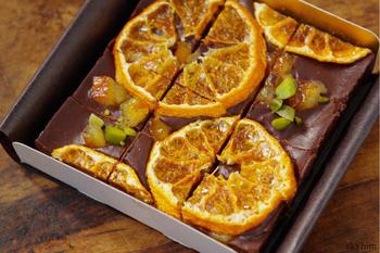 一見カロリーが高そうに見える生チョコレートも、実は全て植物性の素材で作られています。カカオ豆の脂肪分であるカカオバターにカカオパウダーを合わせた自家製のチョコレートで、メープルシロップの優しい甘みが付いていますよ♪
