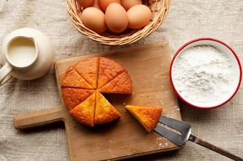 【for agg】(フェル エッグ)はフィンランド語で「たまごのために」という意味を持つ言葉。新潟県糸魚川市にある【渡辺鶏園】を母体とするスイーツ店で、美味しい卵を使ったお菓子を作り続けています。