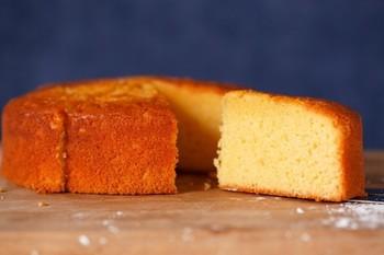 「自家製たまごのバターカステラ」はオリジナルの卵「ピュアエッグ」をたっぷり使ったカステラです。お砂糖の甘みにプラスされているのは、国産の野ばらのはちみつ。絵本に出てきそうな素敵なスイーツですね!