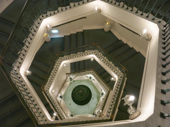 荘厳な雰囲気の螺旋階段もとっても素敵。
