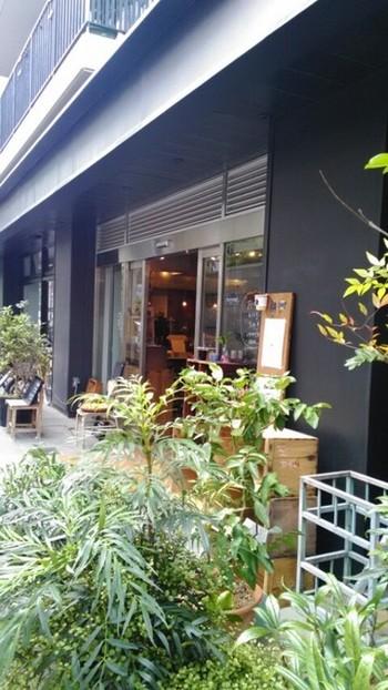 三鷹にあるおしゃれなカフェ。元々は別のお店だったケーキ屋さんのモリスケと、横森珈琲が一緒になったお店で、地元の方に愛されています。