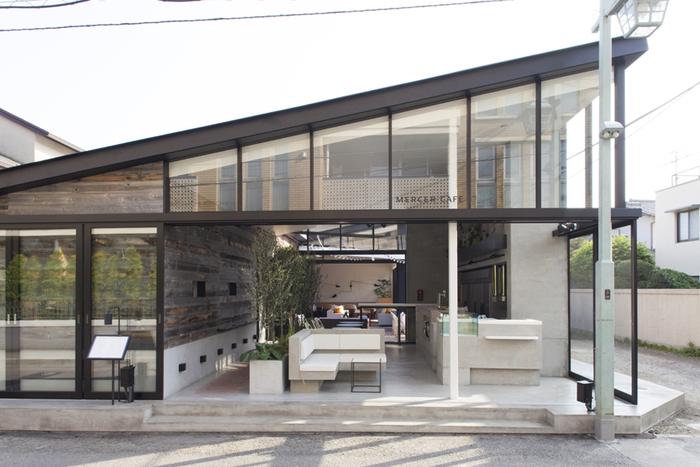 小町通りから一本入ったところにあるマーサカフェブランチキッチンは、開放的でとってもオシャレ!