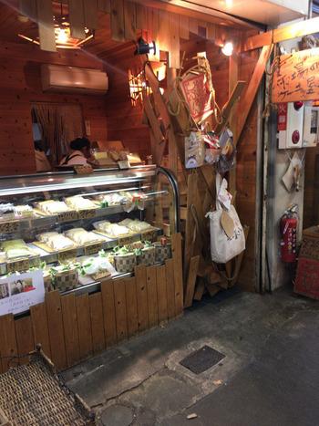 鎌倉市民の台所、鎌倉市農協連即売所・通称レンバイの中にある、小さなシフォンケーキ専門店です。鎌倉土産としても大人気です。