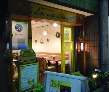 世田谷のボロ市通り沿いにある、黄色い外観がキュートなシフォンケーキ専門店。こちらのシフォンケーキは、区の世田谷みやげにも選ばれた程、地元では人気のあるお店です。