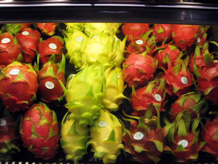 ドラゴンフルーツの中で最も小ぶりの品種です。国内では、主にニュージーランド産の物が流通しています。味は「ホワイトピタヤ」や「レッドピタヤ」のようにさっぱりとした甘さです。