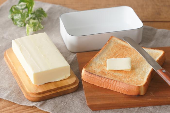 このバターケース、ちょっとした工夫がされており蓋をしたままケースをひっくり返すことで蓋の上にバターが乗り、トレーとして使用することができるんです。それだけでもオシャレな感じがしますよね。保存としてもぴったりで使いやすさはもちろん、オシャレな食卓の演出にもなってくれるのは魅力的です。