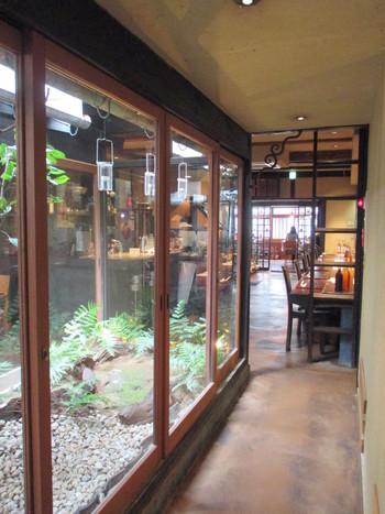 京町家の外観とは打って変わって、内装は和モダンな洗練された雰囲気です。 旅行やデートにもピッタリですよ。
