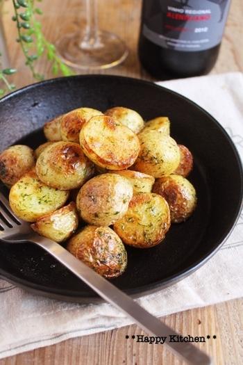 バターにのりに塩、シンプルな味付けで、新じゃがいものうまみをしっかり感じられるレシピです。ちょっと小腹がすいたときの一品にもおすすめ。